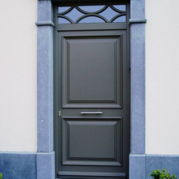 Porte d 39 entr es bois martigues et bouches du rh ne for Repeindre une porte d entree en bois